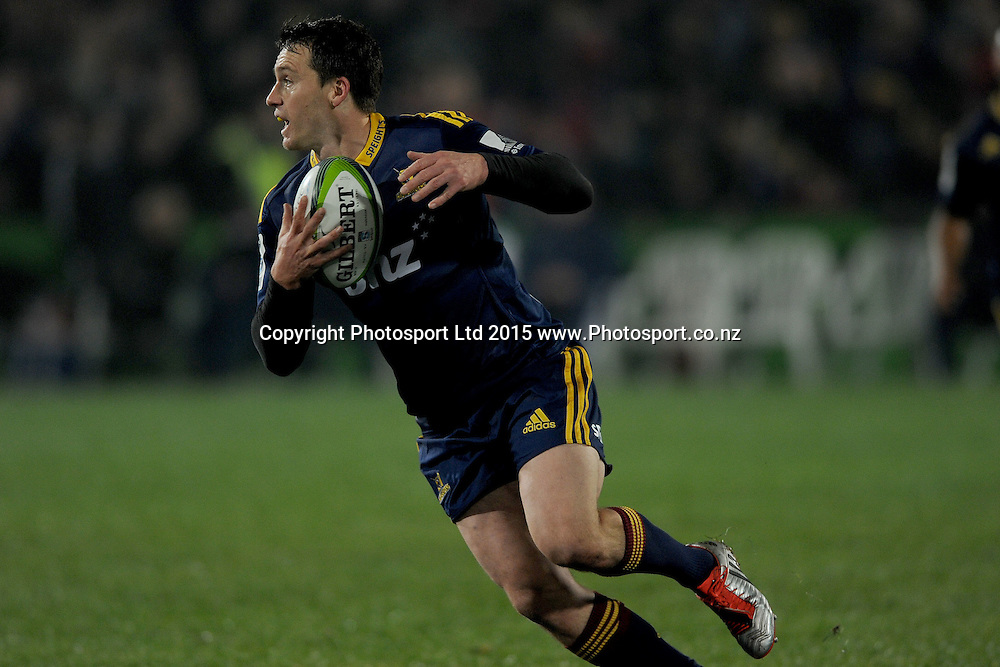 Ben Smith of the Highlanders in action, during the Super Rugby Match between the Highlanders and the Chiefs, held at Rugby Park, Invercargill, New Zealand, 30th May 2015. Credit: Joe Allison / www.Photosport.co.nz