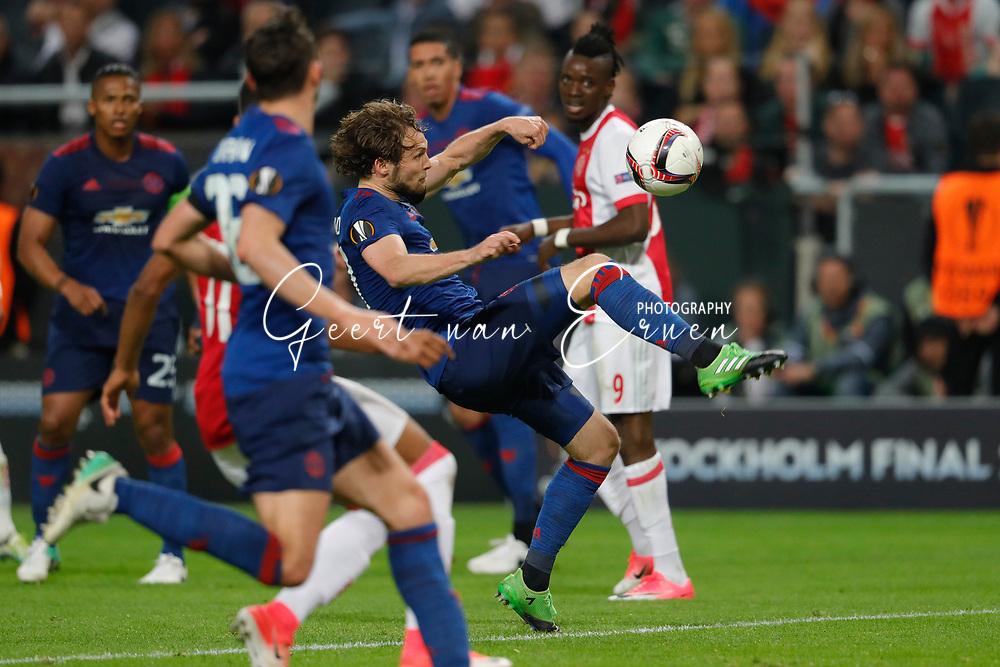 24-05-2017 VOETBAL:AJAX - MANCHESTER UNITED:FINALE:STOCKHOLM<br /> <br /> Daley Blind van Manchester United verdedigt met een omhaal<br /> <br /> Foto: Geert van Erven