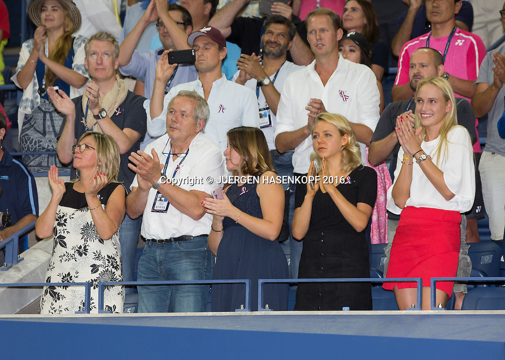 STAN WAWRINKA Familie in der Spielerloge waehrend der Siegerehrung,Mutter Isabella,Vater Wolfram, Schwestern Djana&eacute;e und Naella, Freundin Donna Vekic ,<br /> <br /> Tennis - US Open 2016 - Grand Slam ITF / ATP / WTA -  USTA Billie Jean King National Tennis Center - New York - New York - USA  - 11 September 2016.