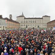 """Torino 10 novembre 2018: Migliaia di persone in piazza Castello alla manifestazione Si Tav organizzata dal comitato """"Sì Torino avanti"""",  contro le politiche della giunta Appendino."""