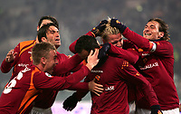 Fotball<br /> Serie A Italia<br /> Foto: Graffiti/Digitalsport<br /> NORWAY ONLY<br /> <br /> Roma 15/1/2006 <br /> Roma v Milan 1-0<br /> <br /> Amantino Mancini celebrated by teammates De Rossi, Panucci, Chivu (covered) Mexes and Totti after scoring.