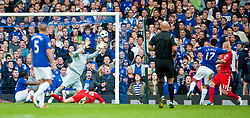 17.10.2010, Goodison Park, Liverpool, ENG, PL, Everton FC vs Liverpool FC, im Bild Everton's Tim Cahill scores the opening goal against Liverpool during the 214th Merseyside Derby match at Goodison Park, EXPA Pictures © 2010, PhotoCredit: EXPA/ Propaganda/ D. Rawcliffe *** ATTENTION *** UK OUT!