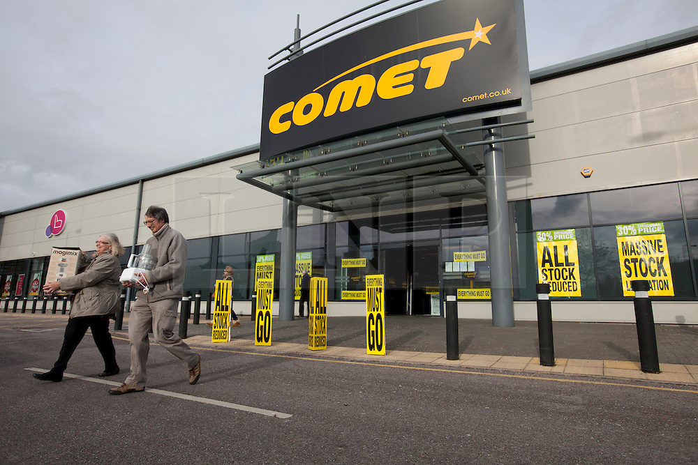 © Licensed to London News Pictures. 19/11/2012. Reading, UK. People leave with bargains as the sales continue at Comet after the company went into administration on November 2nd. Photo credit : Rebecca Mckevitt/LNP