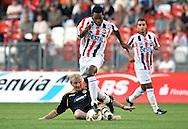 05-08-2008 Voetbal:FC ENERGIE COTTBUS:WILEM II:COTTBUS<br /> Boy Deult ontwijkt de sliding<br /> <br /> Foto: Geert van Erven