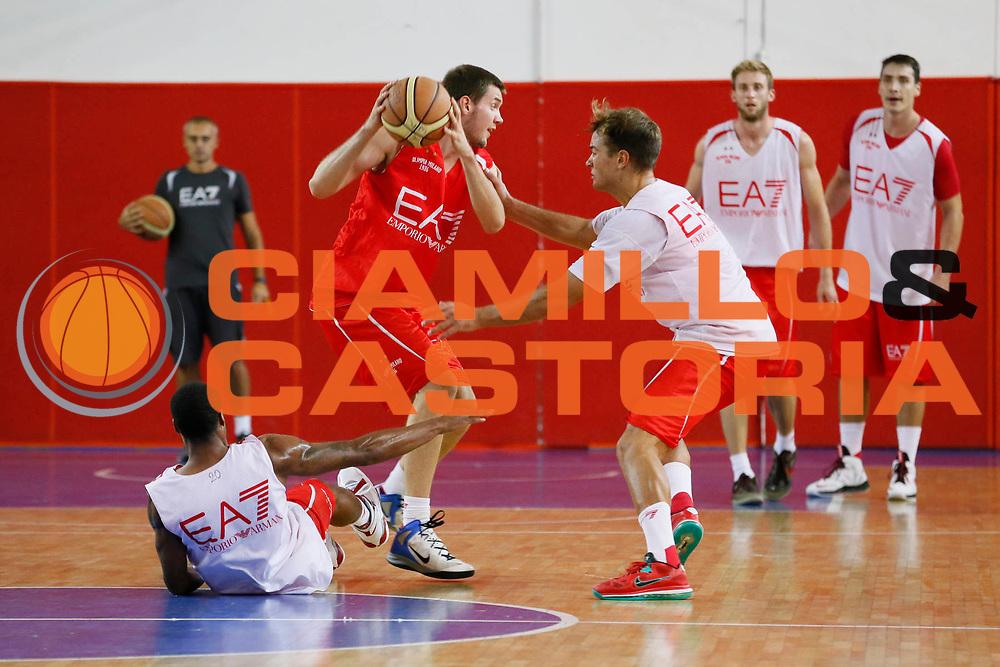 DESCRIZIONE : Milano Lega A 2013-14 Allenamento EA7 Emporio Armani Milano<br /> GIOCATORE : Kyle Barone<br /> CATEGORIA : Allenamento<br /> SQUADRA : EA7 Emporio Armani Milano<br /> EVENTO : Campionato Lega A 2013-2014<br /> GARA : Allenamento EA7 Emporio Armani Milano<br /> DATA : 17/09/2013<br /> SPORT : Pallacanestro <br /> AUTORE : Agenzia Ciamillo-Castoria/G.Cottini<br /> Galleria : Lega Basket A 2013-2014  <br /> Fotonotizia : Milano Lega A 2013-14 Allenamento EA7 Emporio Armani Milano<br /> Predefinita :