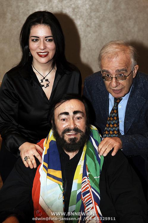 Persconferentie Luciano Pavarotti, Annalisa Raspagliosi en Leone Magiera