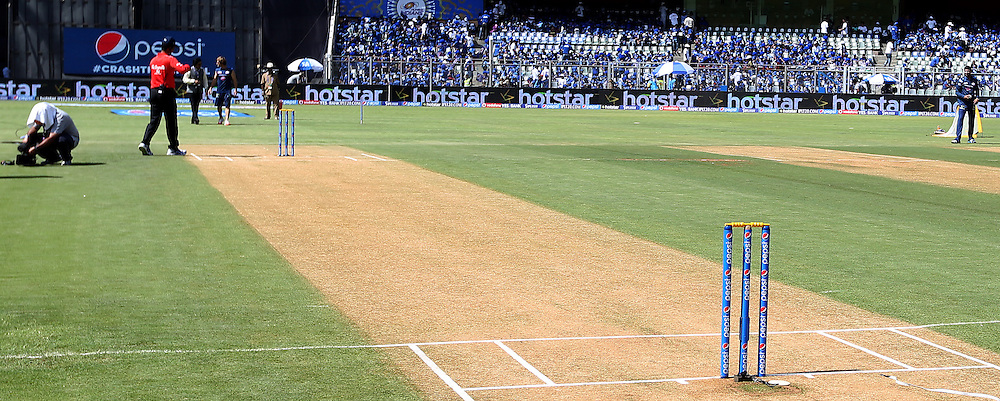 General view of the ground during match 23 of the Pepsi IPL 2015 (Indian Premier League) between The Mumbai Indians and The Sunrisers Hyferabad held at the Wankhede Stadium in Mumbai India on the 25th April 2015.<br /> <br /> Photo by:  Sandeep Shetty / SPORTZPICS / IPL