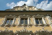 Würzburg..Das Falkenhaus am Markt....Die Fassade des Falkenhauses gehört zu den schönsten Rokokofassaden in ganz Süddeutschland