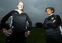 Fotball , 19. juni 2006 , Toppserien , Kjersti Thun trener i Liungen (t.h) og keeper Marte Kvale