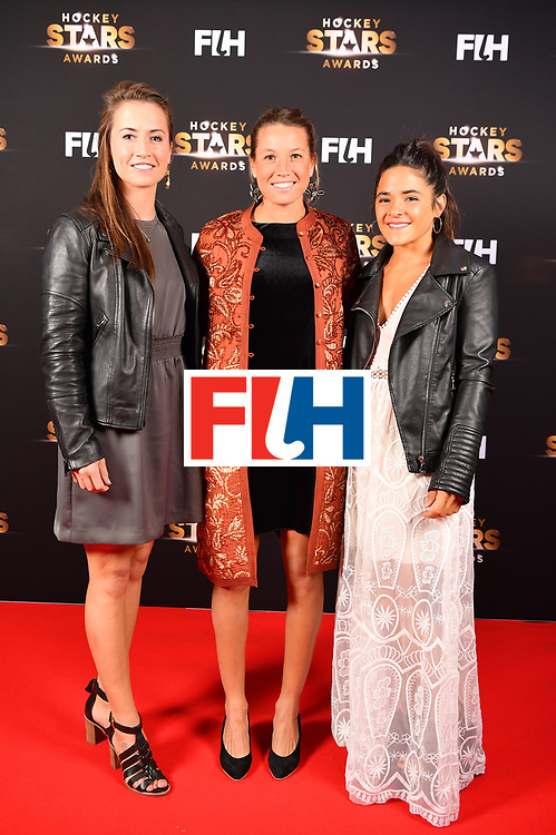 BERLIN, GERMANY - FEBRUARY 05:  Maddie Hinch  of England,Delfina Merino  and Maria Granatto  of Argentina pose for a picture during the Hockey Star Awards night at Stilwerk on February 5, 2018 in Berlin, Germany.  (Photo by Stuart Franklin/Getty Images For FIH)