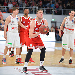 04.01.2015, Brose Arena, Bamberg, GER, Beko Basketball BL, Brose Baskets Bamberg vs FC Bayern Muenchen, 17. Runde, im Bild Vladimir Stimac (FC Bayern Muenchen) beim Freiwurf. Im Hintergrund (v.l.n.r.): Andreas Obst (Brose Baskets Bamberg), Bo McCalebb (FC Bayern Muenchen), Karsten Tadda (Brose Baskets Bamberg) // during the Beko Basketball Bundes league 17th round match between Brose Baskets Bamberg and FC Bayern Muenchen at the Brose Arena in Bamberg, Germany on 2015/01/04. EXPA Pictures &copy; 2015, PhotoCredit: EXPA/ Eibner-Pressefoto/ Merz<br /> <br /> *****ATTENTION - OUT of GER*****
