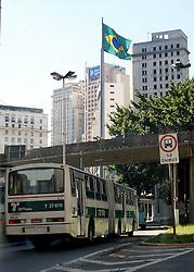 São Paulo próximo ao aeroporto de Guarulhos onde pode-se notar a camada de poluição do ar que envolve a cidade. FOTO: Jefferson Bernardes/Preview.com