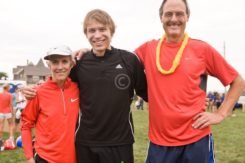 Joan Benoit Samuelson with Ben True and Scott Samuelson after race
