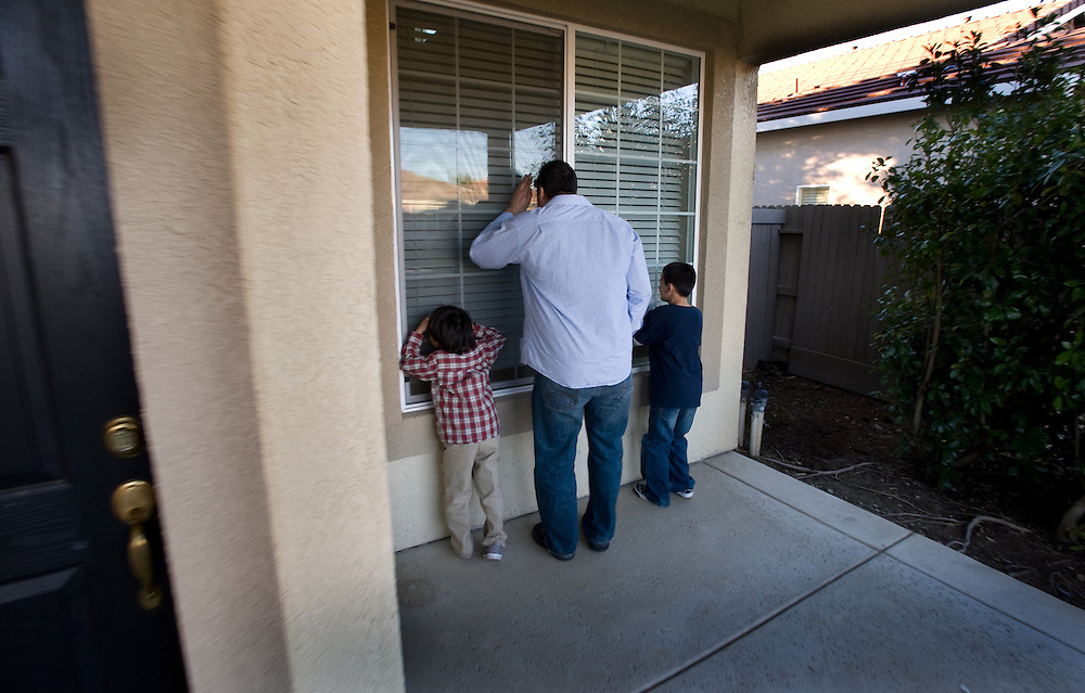 Making time for his other children, Ryan Jeffers looks for a home to rent in the Natomas area of Sacramento, Jaden 6, and Christian 9. They are looking into the front window of a prospective home as they wait for the agent to show them around. Tuesday, February 8, 2011.