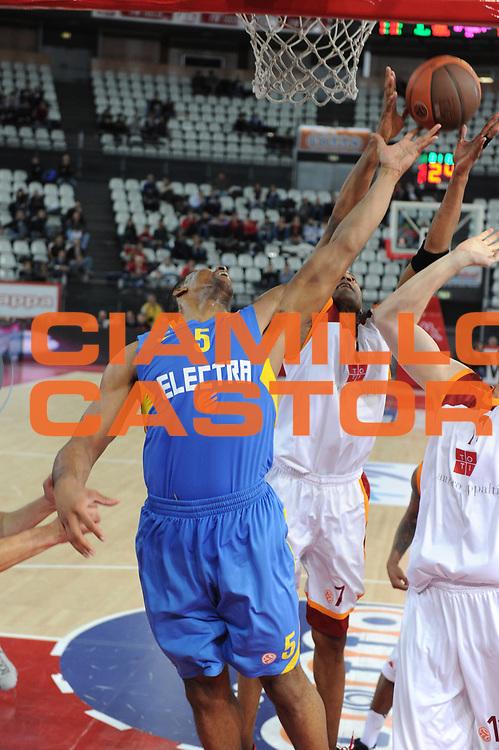 DESCRIZIONE : Roma Eurolega 2010-11 Top 16 Lottomatica Virtus Roma Maccabi Elettra Tel Aviv<br /> GIOCATORE : Richard Hendrix<br /> SQUADRA : Euroleague<br /> EVENTO : Eurolega 2010-2011<br /> GARA : Lottomatica Virtus Roma Maccabi Elettra Tel Aviv<br /> DATA : 03/03/2011<br /> CATEGORIA : Rimbalzo<br /> SPORT : Pallacanestro <br /> AUTORE : Agenzia Ciamillo-Castoria/GiulioCiamillo<br /> Galleria : Eurolega 2010-2011<br /> Fotonotizia : Roma Eurolega 2010-11 Top 16 Lottomatica Virtus Roma Maccabi Elettra Tel Aviv<br /> Predefinita :