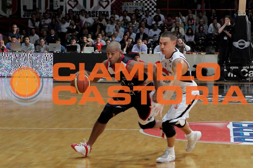 DESCRIZIONE : Caserta Lega A 2009-10 Pepsi Caserta Angelico Biella<br /> GIOCATORE : Joe Smith<br /> SQUADRA : Angelico Biella<br /> EVENTO : Campionato Lega A 2009-2010 <br /> GARA : Pepsi Caserta Angelico Biella<br /> DATA : 11/10/2009<br /> CATEGORIA : palleggio<br /> SPORT : Pallacanestro <br /> AUTORE : Agenzia Ciamillo-Castoria/A.De Lise