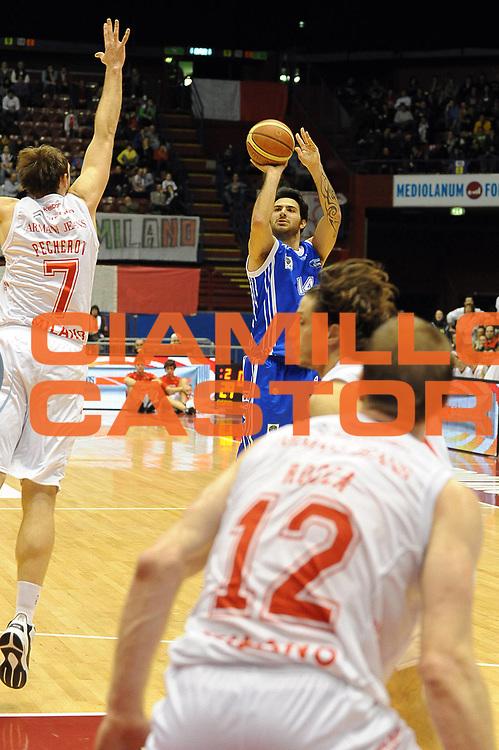 DESCRIZIONE : Milano Lega A 2010-11 Armani Jeans Milano Dinamo Sassari<br /> GIOCATORE : Brian Sacchetti<br /> SQUADRA : Dinamo Sassari<br /> EVENTO : Campionato Lega A 2010-2011 <br /> GARA : Armani Jeans Milano Dinamo Sassari<br /> DATA : 27/02/2011<br /> CATEGORIA : Tiro<br /> SPORT : Pallacanestro <br /> AUTORE : Agenzia Ciamillo-Castoria/ L.Goria<br /> Galleria : Lega Basket A 2010-2011  <br /> Fotonotizia : Biella Lega A 2010-11 Armani Jeans Milano Dinamo Sassari<br /> Predefinita :