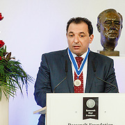 NLD//Middelburg20160421 - Four Freedoms Awards 2016, Marcel Gellauf reikt Freedom of Speech and Expression Award uit aan Mazen Darwish