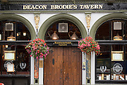 Pub on High Street (The Royal Mile) Edinburgh, Scotland, UK
