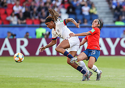2019?6?17?.    ?????????——F??????????.    6?16??????????????????????????????.    ???????????2019??????????F??????????3?0??????.    ?????????..(SP)FRANCE-PARIS-SOCCER-FIFA WOMEN'S WORLD CUP-USA VS CHI.Jessica Mcdonald (L) of the United States vies with Su Helen Galaz of Chile during a Group F match between the united States and Chile at the 2019 FIFA Women's World Cup in Paris, France, June 16, 2019. The United States won 3-0. (Credit Image: © Xinhua via ZUMA Wire)