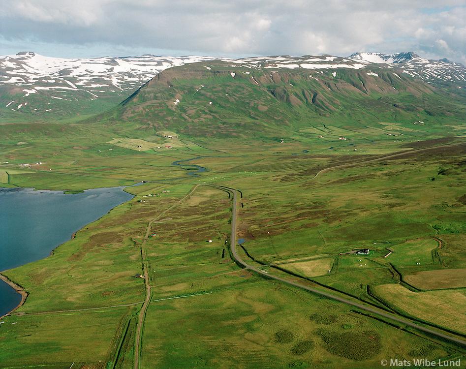 Stóri-Grindill og Minni-Grindill, Fljótahreppur áður Haganeshreppur, séð til suðausturs   /   Stori-Grindill and Minni-Grindill, Fljotahreppur former Haganeshreppur, viewing southeast.  -  New name of the county since June 1998:  Sveitarfélagið Skagafjörður  /  Sveitarfelagid Skagafjordur.