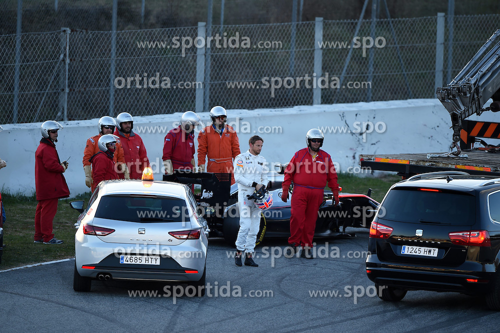 27.02.2015, Circuit de Catalunya, Barcelona, ESP, FIA, Formel 1, Testfahrten, Barcelona, Tag 2, im Bild Jenson Button (GBR) McLaren MP4-30 stops on track // during the Formula One Testdrives, day two at the Circuit de Catalunya in Barcelona, Spain on 2015/02/27. EXPA Pictures &copy; 2015, PhotoCredit: EXPA/ Sutton Images/ Mark Images<br /> <br /> *****ATTENTION - for AUT, SLO, CRO, SRB, BIH, MAZ only*****