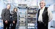 OSLO 2015-03-03: SINTEF har nylig sendt en egenutviklet, automatisert mini-lab over til UOP i USA, en av verdens ledende katalysator-produsenter. På bildet sjefforsker Arne Karlsson og forskerne Martin Plassen og Elisabeth Myhrvold  FOTO:WERNERJUVIK