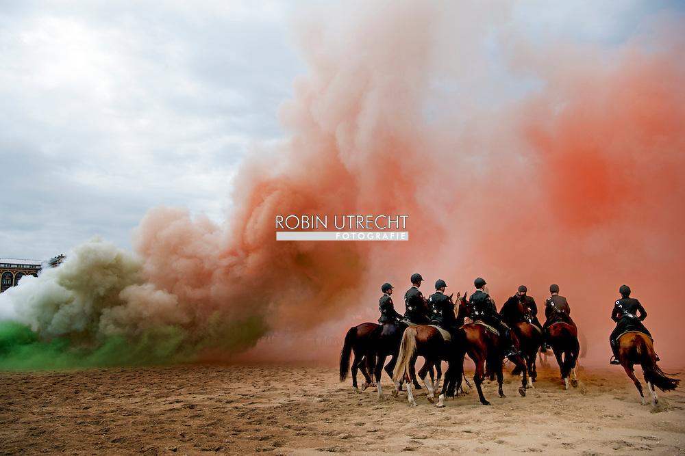 DEN HAAG - Vandaag oefent het berede ereescorte van de cavelarie weer op het strand van Scheveningen ter voorbereiding op Prinsjesdag. ROBIN UTRECHT<br /> SCHEVENINGEN - Members of the cavalry escort of honor exercising on the beach before Budget Day. The question horses and riders are subject to a final tough test by exposing them to gunfire, gun battles, music, smoke and possible public reactions. COPYRIGHT ROBIN UTRECHT SCHEVENINGEN - Leden van het Cavalerie ere-escorte oefenen op het strand voor Prinsjesdag. De betrokken paarden en ruiters worden aan een laatste zware test onderworpen door ze bloot te stellen aan geweervuur, kanonslagen, muziek, rook en mogelijke publieksreacties.