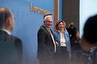 DEU, Deutschland, Germany, Berlin, 25.09.2017: Wolfgang Kubicki (FDP), Christian Lindner (FDP) und Nicola Beer (FDP) in der Bundespressekonferenz zu den Ergebnissen der Bundestagswahlen.