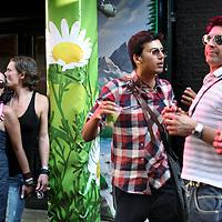 Nederland, Amsterdam , 5 augustus 2011..Feestende homo's en lesbiennes in de Reguliersdwarsstraat tijdens de Gay Pride 2011..Foto:Jean-Pierre Jans