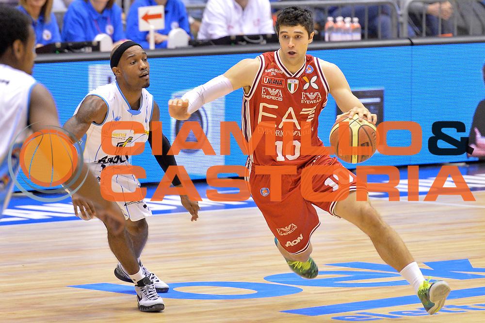 DESCRIZIONE : Milano Lega A 2014-15  EA7 Emporio Armani Milano vs Vagoli Basket Cremona<br /> GIOCATORE : Meacham Trenton<br /> CATEGORIA : Palleggio<br /> SQUADRA : EA7 Emporio Armani Milano<br /> EVENTO : Campionato Lega A 2014-2015<br /> GARA : EA7 Emporio Armani Milano vs Vagoli Basket Cremona<br /> DATA : 25/01/2015<br /> SPORT : Pallacanestro <br /> AUTORE : Agenzia Ciamillo-Castoria/I.Mancini<br /> Galleria : Lega Basket A 2014-2015  <br /> Fotonotizia : Cant&ugrave; Lega A 2014-2015 Pallacanestro : EA7 Emporio Armani Milano vs Vagoli Basket Cremona<br /> Predefinita :