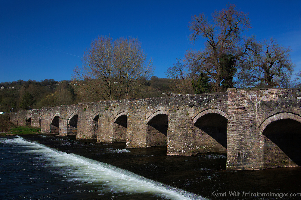 Europe, United Kingdom, Wales, Crickhowell. Stone brige over the river Usk.