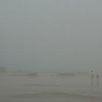 EN&gt; The beach of Saint Lunaire, Brittany, under heavy fog |<br /> SP&gt; La playa de Saint Lunaire en Breta&ntilde;a cubierta por niebla