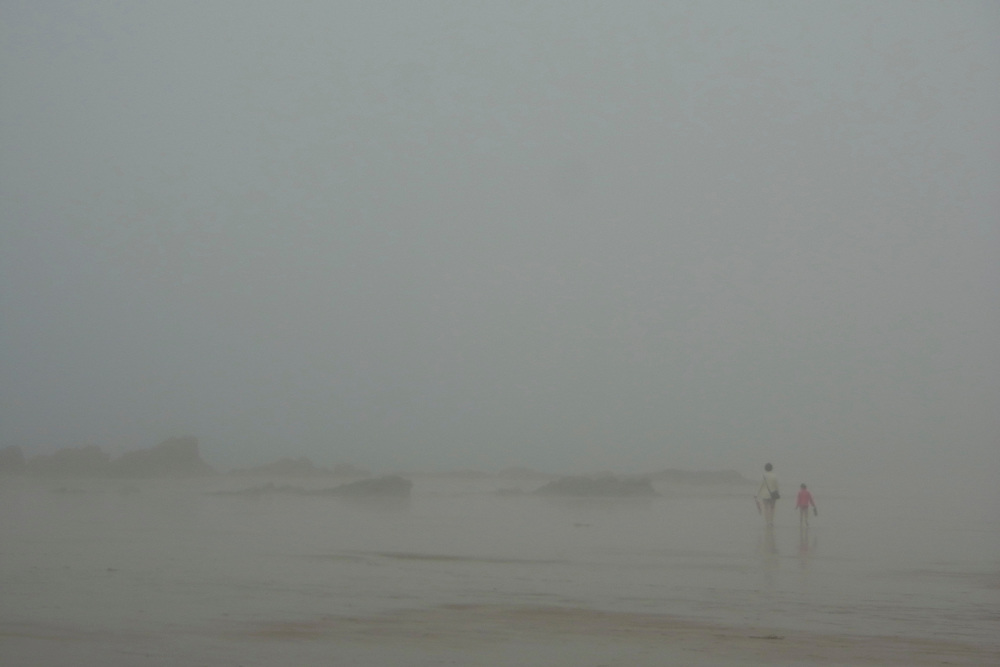 EN&gt; The beach of Saint Lunaire, Brittany, under heavy fog |<br />