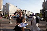 Volantinaggio della Linke nel quartiere di Kreuzberg.