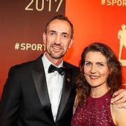 NLD/Amsterdam/20171219 - Inloop NOC/NSF Sportgala 2017, Peter Blange en partner Brigitte