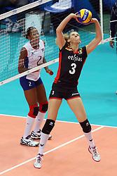 Frauke Dirickx sets a ball