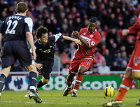 Photo: Leigh Quinnell.<br /> Middlesbrough v Manchester City. The Barclays Premiership. 31/12/2005. Boros Yakubu battles with Man Citys jihai Sun.