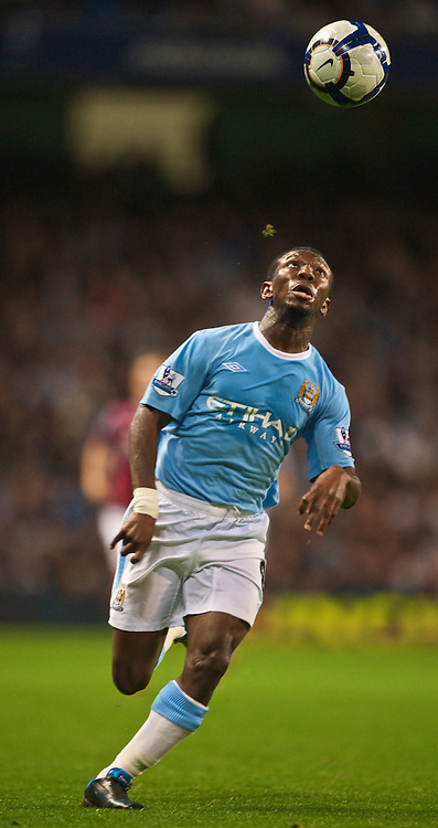 MANCHESTER, ENGLAND - Sunday, September 27, 2009: Manchester City's Shaun Wright-Phillips during the Premiership match at the City of Manchester Stadium. (Pic by Chris Brunskill/Propaganda)