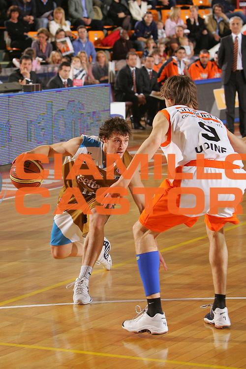 DESCRIZIONE : Udine Lega A1 2006-07 Snaidero Udine Tisettanta Cantu <br /> GIOCATORE : Mc Grath <br /> SQUADRA : Tisettanta Cantu <br /> EVENTO : Campionato Lega A1 2006-2007 <br /> GARA : Snaidero Udine Tisettanta Cantu <br /> DATA : 04/03/2007 <br /> CATEGORIA : Penetrazione <br /> SPORT : Pallacanestro <br /> AUTORE : Agenzia Ciamillo-Castoria/S.Silvestri