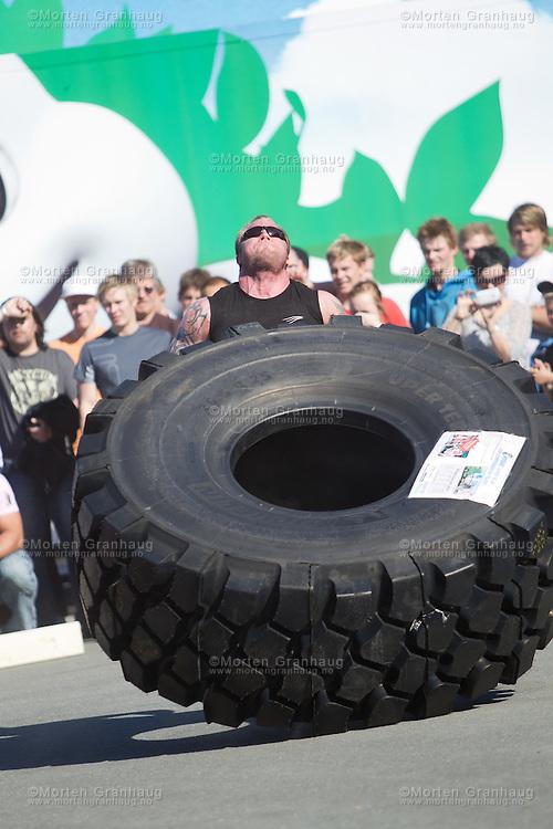 Strongmanshow på Tiller i Trondheim, niende juni 2010.