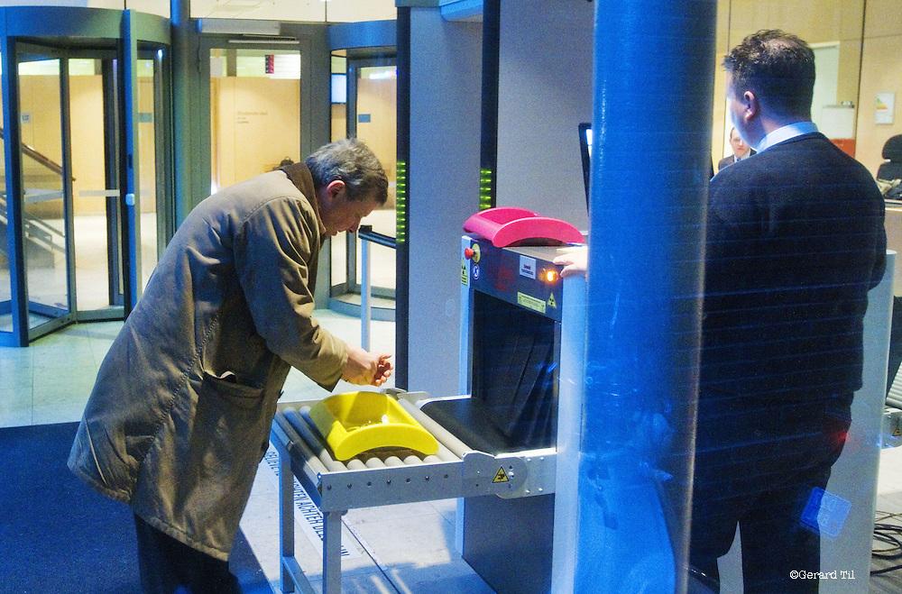 Nederland, Haarlem,22-01-2012 Vonnis in Klimop Vastgoed fraudezaak.  Van Vlijmen bij de rechtbank. rechtbank. FOTO: Gerard Til
