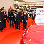 NLD/Amsterdam/20150416 - Opening AutoRai 2015, Mark Rutte loopt over de beurs
