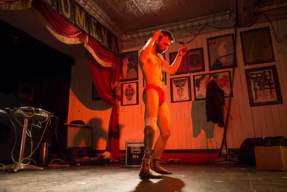 LES CORPS CONDUCTEURS : JACQUES POULIN-DENIS.LA VALEUR DES CHOSES à la Casa del Popolo le vendredi 19 octobre 2012.