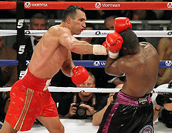 26.04.2015, Madison Square Garden, New York, USA, WBA, Wladimir Klitschko vs Bryant Jennings, im Bild l-r. Wladimir Klitschko, Bryant Jennings erzielt einen Wirkungstreffer // during IBF, WBO and WBA world heavyweight title boxing fight between Wladimir Klitschko of Ukraine and Bryant Jennings of the USA at the Madison Square Garden in New York, United Staates on 2015/04/26. EXPA Pictures © 2015, PhotoCredit: EXPA/ Eibner-Pressefoto/ Kolbert<br /> <br /> *****ATTENTION - OUT of GER*****