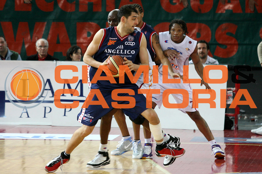 DESCRIZIONE : Roma Lega A1 2005-06 Lottomatica Virtus Roma Angelico Biella <br /> GIOCATORE : Garri <br /> SQUADRA : Angelico Biella <br /> EVENTO : Campionato Lega A1 2005-2006 <br /> GARA : Lottomatica Virtus Roma Angelico Biella <br /> DATA : 02/04/2006 <br /> CATEGORIA : Penetrazione <br /> SPORT : Pallacanestro <br /> AUTORE : Agenzia Ciamillo-Castoria/G.Ciamillo