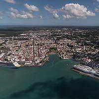 Vue aérienne de Pointe à Pitre et du Mémorial ACTE museum.
