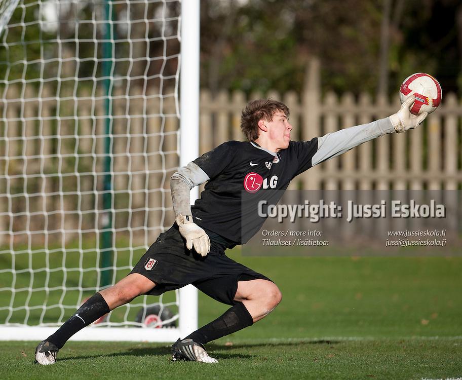 Jesse Joronen. Fulham FC, akatemiajoukkueen harjoitukset. Lontoo 26.11.2009. Photo: Jussi Eskola