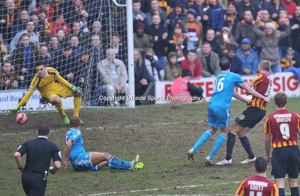 Bradford City vs Sunderland  , FA Cup 5th Round  15/02/2015<br />  City's  Jon Stead scores the 2nd goal<br /> Pic Steve Parkin