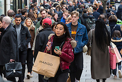As the last few days count down to Christmas Oxford Street in London is packed with shoppers. London, December 21 2018.